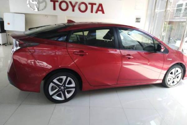 خرید خودرو تویوتا پریوس تیپ C - 2017