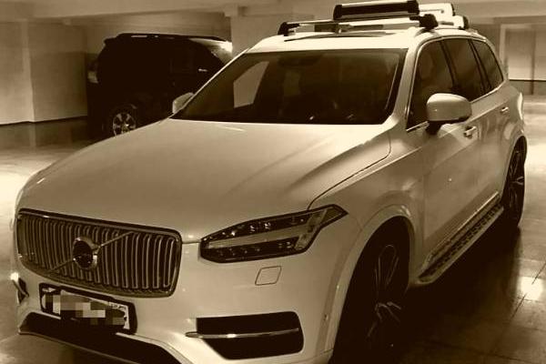 خرید خودرو ولوو XC90 اینسکریپشن - 2017